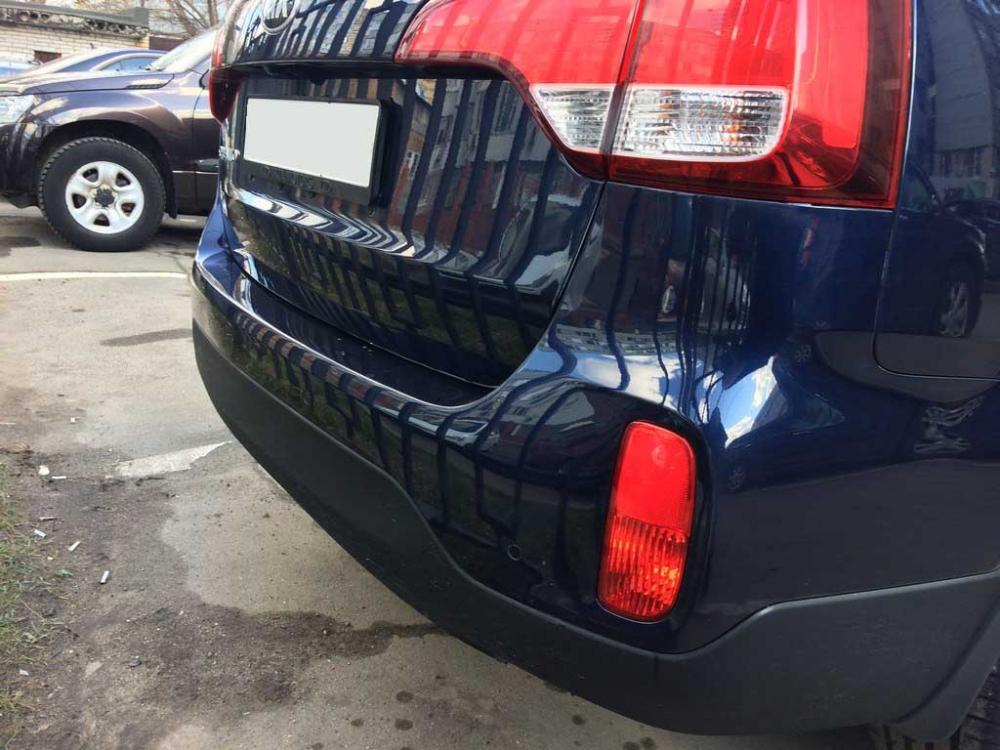 Задняя часть кузова Киа Соренто после ремонта и покраски бампера и крышки багажника
