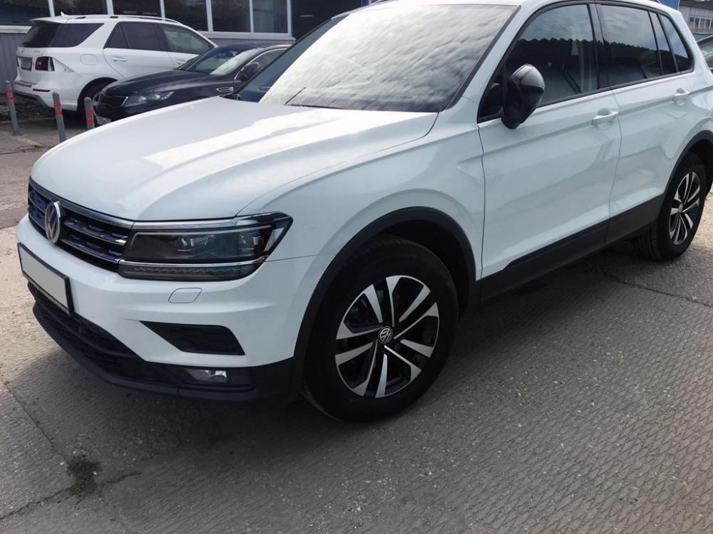 Внешний вид Volkswagen Tiguan после ремонта и покраски передней двери